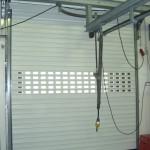 Rolltor weiß mit Fensterbereich