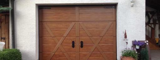Sektionaltor Einzelgarage Holzoptik